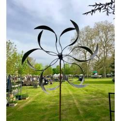 Envoûtante Eolienne sur Pic Mobile de Jardin en Acier Brut 19x54x208cm