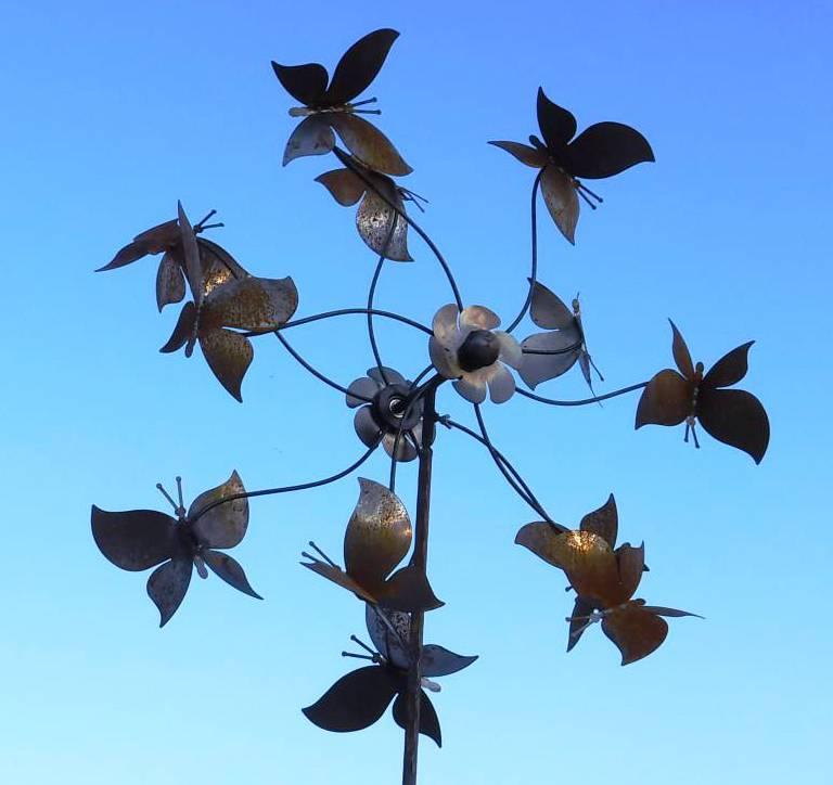 Eolienne Papillons Feerique Sur Tige Moulin A Vent Decoration Animee De Jardin En Acier Oxyde 30x70x230cm L Heritier Du Temps